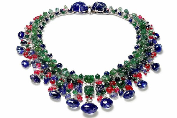 cartier designer niwq  In 1901, Cartier was commissioned by the Queen Alexandra to design an  Indian-inspired necklace to match an Indian gown given to her by Mary  Curzon,
