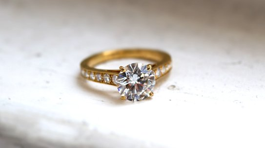 4 Reasons To Buy A Pre-Owned Engagement Ring