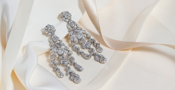 The Perfect Earrings to Complete Your Wedding Day Look